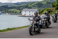 Indian bollywood star Siddharth Malhotra biking with former New Zealand skippers Brendon McCullum and Stephen Fleming in New Zealand: nii . iiソ1.  슬 Indian bollywood star Siddharth Malhotra biking with former New Zealand skippers Brendon McCullum and Stephen Fleming in New Zealand