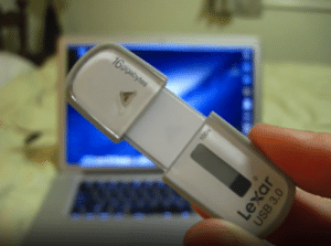 Tumblr, Blog, and Drive: novelty-gift-ideas:  USB with E-Ink Display showing how much storage capacity is left