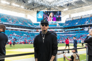 .@nyjah on the sideline at the #SuperBowl!  📺: #SBLIV | 6:30pm ET on FOX 📱: NFL app // Yahoo Sports app https://t.co/2fNHql14k8: .@nyjah on the sideline at the #SuperBowl!  📺: #SBLIV | 6:30pm ET on FOX 📱: NFL app // Yahoo Sports app https://t.co/2fNHql14k8