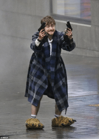"""<p><a href=""""http://catchymemes.tumblr.com/post/173901121298/daniel-radcliffe-on-set-in-new-film-guns-akimbo"""" class=""""tumblr_blog"""" target=""""_blank"""">catchymemes</a>:</p><blockquote><p>Daniel Radcliffe on-set in new film Guns Akimbo</p></blockquote>: O MEGA <p><a href=""""http://catchymemes.tumblr.com/post/173901121298/daniel-radcliffe-on-set-in-new-film-guns-akimbo"""" class=""""tumblr_blog"""" target=""""_blank"""">catchymemes</a>:</p><blockquote><p>Daniel Radcliffe on-set in new film Guns Akimbo</p></blockquote>"""