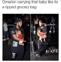 Memes, Omarion, and Baby: Omarion carrying that baby like its  a ripped grocery bag 😂😂😂😂😂💀