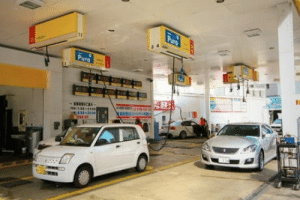 omg-humor:  Japan places the fuel pumps in the ceiling so you can use them from anyside.. Basically its the idiot proof gas pump.: omg-humor:  Japan places the fuel pumps in the ceiling so you can use them from anyside.. Basically its the idiot proof gas pump.