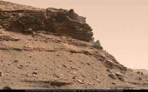 Nasa, Tumblr, and Blog: One of the Murray Buttes with a pyramidal rock on its edge sol 1429 NASA/JPL-Caltech/MSSS/Thomas Appéré photos-of-space:  Another pic of a cliff on Mars. The triangular shape at the middle right is quite strange, isn't it ? Pic by NASA/JPL-Caltech/MSSS/Thomas Appéré [2048x1278]