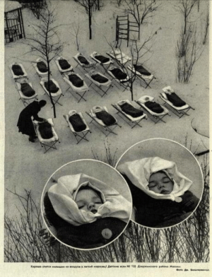 ?USSR, kindergarten - kids sleeping outside in winter to improve their immune system, 1958.?: Oyesar  peul A  e s N155 Ase  cre palone Mac  Xopowe en e ?USSR, kindergarten - kids sleeping outside in winter to improve their immune system, 1958.?