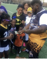 Memes, Wshh, and Game: P  a FatBoySSE hooking up the kids out at AntonioBrown's celebrity softball game! 👍💯 @FatBoy_SSE @AB WSHH