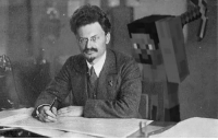 Picture taken moments before Trotsky was assasinated ~1940: Picture taken moments before Trotsky was assasinated ~1940