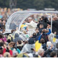 Bailey Jay, Church, and Click: Pope Francis holds the closing Mass of his two-day visit to Ireland. 🇮🇪⛪🙏 About 200,000 people gathered at Dublin's Phoenix Park to witness it. He used the penitential rite of the Mass to ask for forgiveness for the 'abuse and mistreatment inflicted on Irish people by Church figures'. Click the link in our bio🔝to read more. PopeInIreland Dublin PhoenixPark Catholic bbcnews