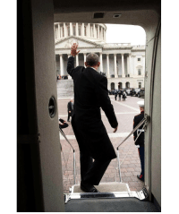 President Obama waves from the steps of Executive One helicopter following the Inauguration of DonaldTrump at the U.S. Capitol. @petesouza 🇺🇸 WSHH: President Obama waves from the steps of Executive One helicopter following the Inauguration of DonaldTrump at the U.S. Capitol. @petesouza 🇺🇸 WSHH