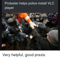 vlc player: Protester helps police install VLC  player  Very helpful, good praxis.
