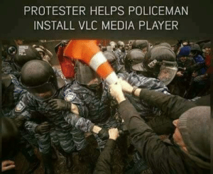 Cracked, Helps, and Media: PROTESTER HELPS POLICEMAN  INSTALL VLC MEDIA PLAYER Cracked me up