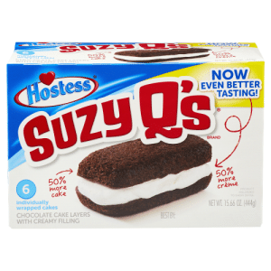 Suzie Q looking like a snacc: ra pPo ces  WITH CREA MYF LIN  cake  NET WT. 15.66 OZ. (4449)  NOW  EVEN BETTER  TASTING!  Hostess  SUzy Os  UZY  BRAND  50%  50%  6.  more  cake  more  crème  individually  PRODUCT  ENLARGED  TO SHOW DETAIL  wrapped cakes  CHOCOLATE CAKE LAYERS  WITH CREAMY FILLING  NET WT. 15.66 OZ. (444g)  BEST BY: Suzie Q looking like a snacc