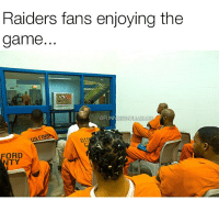 Raiders fans are wild @funniestnflmemez: Raiders fans enjoying the  game.  @FUNNIES  FORR  GU Raiders fans are wild @funniestnflmemez