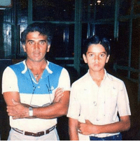 Memes, 🤖, and Rare: Rare pic of Rahul Dravid and Sunil Gavaskar