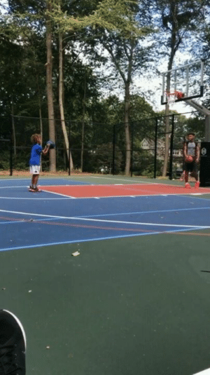 Free, How To, and Kids: Ray Allen explains to his kids the importance of free throws and how to be clutch in uncomfortable situations 👏  (via trayfour/IG)