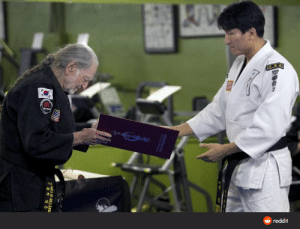 Willie is the most tranquil, happy 81 year old man who could kick the ever-loving shit out of me I've ever seen. He just got a black belt: reddit  BH K  AMRATAN  WILLIE NELSON Willie is the most tranquil, happy 81 year old man who could kick the ever-loving shit out of me I've ever seen. He just got a black belt