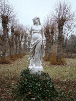 requiem-on-water:  Statue of a Girl by LuDa-Stock : requiem-on-water:  Statue of a Girl by LuDa-Stock