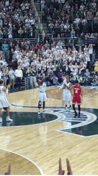 After suffering a season-ending injury, Michigan State's Eron Harris checks in to kiss the logo on Senior Night 🙏: rt.  た After suffering a season-ending injury, Michigan State's Eron Harris checks in to kiss the logo on Senior Night 🙏