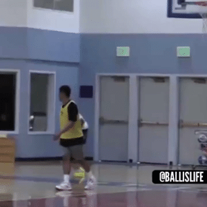 RT @Ballislife: This pass had the defender so confused 😂😂 https://t.co/ru6l4qE0y3: RT @Ballislife: This pass had the defender so confused 😂😂 https://t.co/ru6l4qE0y3