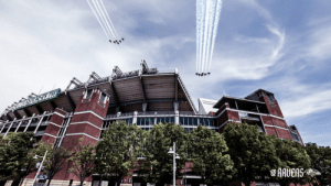 RT @Ravens: Saluting our heroes.  @AFthunderbirds and @BlueAngels flying over M&T Bank Stadium #AmericaStrong ❤️ https://t.co/nIFo0WgvzB: RT @Ravens: Saluting our heroes.  @AFthunderbirds and @BlueAngels flying over M&T Bank Stadium #AmericaStrong ❤️ https://t.co/nIFo0WgvzB