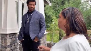 Russell Wilson surprised his mom with a new house on Mother's Day.  Her reaction 😭: Russell Wilson surprised his mom with a new house on Mother's Day.  Her reaction 😭