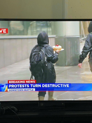Seattle protesters looted a Cheesecake Factory: Seattle protesters looted a Cheesecake Factory