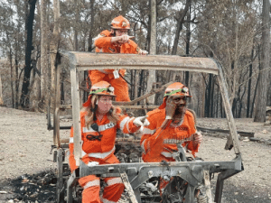 Australia's forests are burning, but it's peoples sense of humor is fire proof.: SES Australia's forests are burning, but it's peoples sense of humor is fire proof.