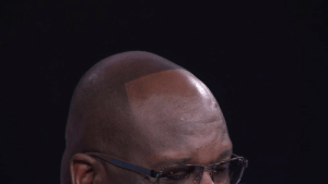 Shaq lost a bet to D Wade and had to grow his hairline out😂 https://t.co/2TIuafFqtu: Shaq lost a bet to D Wade and had to grow his hairline out😂 https://t.co/2TIuafFqtu