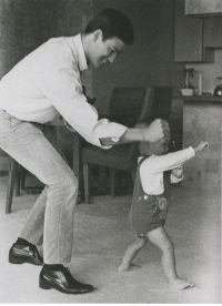 shorpyfan:  Kung Fu Fighting (Bruce Lee and son Brandon, 1967): shorpyfan:  Kung Fu Fighting (Bruce Lee and son Brandon, 1967)