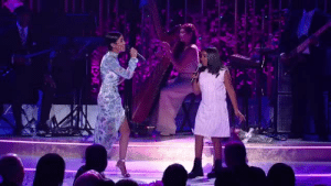 Jhene Aiko, Singing, and Tumblr: skinoutqueen:  localstarboy:  Jhene Aiko and her daughter singing together  Idk why but there's tears in my eyes ☹️