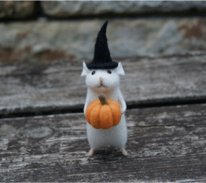 Click, Cute, and Halloween: skumps-skumps-skumpsss: sixpenceee:  Meet the Halloween mouse with a pumpkin. Link.  This is so cute 😍