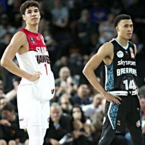 LaMelo Ball vs RJ Hampton! @NBL https://t.co/jC3kRlKMRu: SLAV  AWS  1  skysPORT  BREAVERE  14  ON  w LaMelo Ball vs RJ Hampton! @NBL https://t.co/jC3kRlKMRu