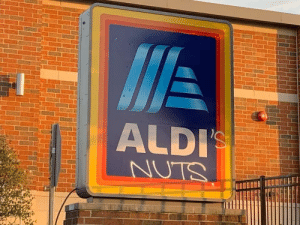 Someone tagged up an Aldi's: Someone tagged up an Aldi's