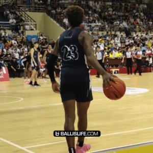 Bronny James easily palming a basketball 👀👀 then casually hits a half court pull up https://t.co/9ly3BzhHuX: Sous  23  K  G BALLISLIFE.COM Bronny James easily palming a basketball 👀👀 then casually hits a half court pull up https://t.co/9ly3BzhHuX