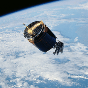 space-pics:  Astronaut wearing the manned maneuvering unit retrieves the Westar VI satellite in 1984.: space-pics:  Astronaut wearing the manned maneuvering unit retrieves the Westar VI satellite in 1984.