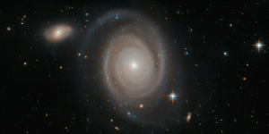 space-pics:  Lonely Hearts Club by Hubble Space Telescope / ESA: space-pics:  Lonely Hearts Club by Hubble Space Telescope / ESA