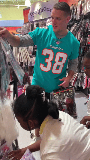The @MiamiDolphins took Miami-area elementary school students shopping for Halloween costumes! #DolphinsHuddleFor100 #NFLHuddleFor100 https://t.co/tqiOMviG08: Speljhory  INFANT  TODDI  alic  38  Dolphins The @MiamiDolphins took Miami-area elementary school students shopping for Halloween costumes! #DolphinsHuddleFor100 #NFLHuddleFor100 https://t.co/tqiOMviG08