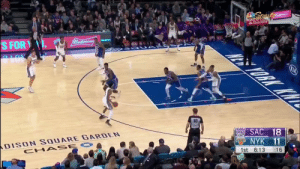 De'Aaron Fox put the moves on Julius Randle  🎥 @NBCSKings  https://t.co/9nt3fCUJMv: Spert  CALIFOR  StateFarth  1Budweiser  S FOR  ALOK  ORK KW  KIA  50  ans SAC 18  DISON SQUARE GARDEN  CHA SE O  NYK 11  :16  1st 6:13 De'Aaron Fox put the moves on Julius Randle  🎥 @NBCSKings  https://t.co/9nt3fCUJMv