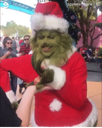 9gag, Christmas, and Disneyland: spokesmeyne What happens when you give the Grinch an onion. - 🎥 @spokesmayne - thegrinch grinch disneyland christmas 9gag