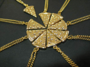srsfunny:True Friendship In A Necklace: srsfunny:True Friendship In A Necklace