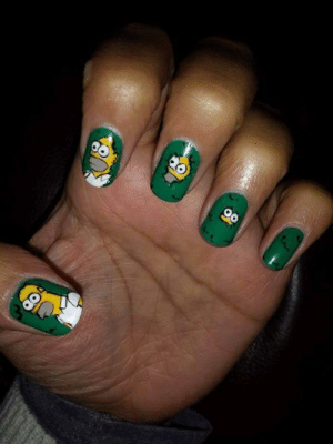 submit-your-nail-art:  Homer in the hedge nails : submit-your-nail-art:  Homer in the hedge nails