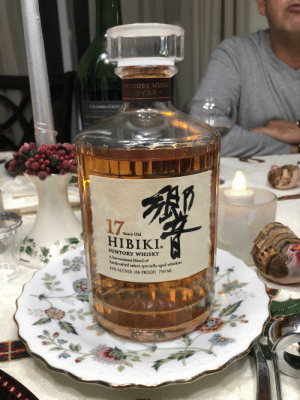 That good good: SUNTORY WHISK  ウイスキー  COLUMBIA CREST  17  HIBIKI.  Years Old  SUNTORY WHISKY  A harmonious blend of  handcrafted select specially aged whiskies  43% ALC/VOL (86 PROOF) 750 ML That good good