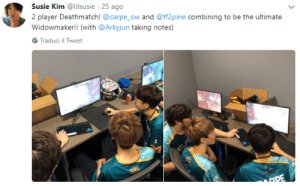 Player, Kim, and Tweet: Susie Kim @lilsusie 25 ago  2 player Deathmatch! @carpe_ow and @tf2pine combining to be the ultimate  Widowmaker!! (with @Arkyjun taking notes)  Traduci il Tweet