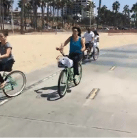 You see some pretty interesting characters cycling from Santa Monica Pier to Venice Beach.: sy: You see some pretty interesting characters cycling from Santa Monica Pier to Venice Beach.