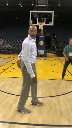 Memes, Dress, and Old: T+TISSOT 42-year-old Vince Carter reverse dunking with ease in slacks & a dress shirt!   (Via @NBATV) https://t.co/vYJgd9L2lk