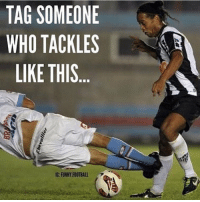 do it😂❤: TAG SOMEONE  WHO TACKLES  LIKE THIS  IG: FUNNY FOOTBAll do it😂❤
