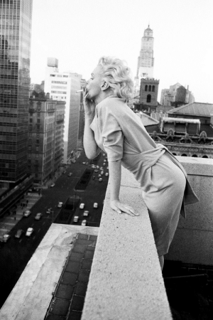talesfromweirdland:  Freedom: Marilyn Monroe on the roof of the Ambassador Hotel in New York in 1955.Without telling anyone except a few trusted people, she exited Hollywood around January 1955 and settled in New York, where she set up Marilyn Monroe Productions with her friend, Milton Greene. Basically, she had had it with the dumb blonde roles, her poor salary, and the Hollywood studio system in general—she demanded more control, and through some clever manoeuvring, got it too, outsmarting her bosses, critics, and the studio's shareholders.Health problems, a failing marriage, and that eternal foe, depression, eventually put an end to her victory lap.: talesfromweirdland:  Freedom: Marilyn Monroe on the roof of the Ambassador Hotel in New York in 1955.Without telling anyone except a few trusted people, she exited Hollywood around January 1955 and settled in New York, where she set up Marilyn Monroe Productions with her friend, Milton Greene. Basically, she had had it with the dumb blonde roles, her poor salary, and the Hollywood studio system in general—she demanded more control, and through some clever manoeuvring, got it too, outsmarting her bosses, critics, and the studio's shareholders.Health problems, a failing marriage, and that eternal foe, depression, eventually put an end to her victory lap.