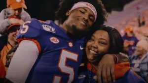 .@teehiggins5 wanted to make life easier for his mom.  After being drafted by the @Bengals, he's ready to do it. 👏👏 #NFLDraft https://t.co/JVO2FrtkzO: .@teehiggins5 wanted to make life easier for his mom.  After being drafted by the @Bengals, he's ready to do it. 👏👏 #NFLDraft https://t.co/JVO2FrtkzO
