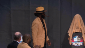 It's time.  Ed Reed's bust is revealed! #PFHOF19 @TwentyER  📺: @nflnetwork https://t.co/PcVQ4LCtgQ: tHap  WAME It's time.  Ed Reed's bust is revealed! #PFHOF19 @TwentyER  📺: @nflnetwork https://t.co/PcVQ4LCtgQ