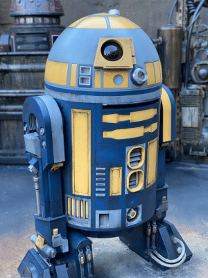 The Droids throughout Black Spire Outpost will interact with the Droid you build at Droid Depot at Star Wars: Galaxy's Edge. #LittleDetails.: The Droids throughout Black Spire Outpost will interact with the Droid you build at Droid Depot at Star Wars: Galaxy's Edge. #LittleDetails.