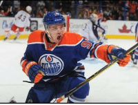 The Edmonton Oilers have re-signed forward Connor McDavid to a 8-year, $100 million contract extension with an AAV of $12.5 million. Creds: @completehockeynewss: The Edmonton Oilers have re-signed forward Connor McDavid to a 8-year, $100 million contract extension with an AAV of $12.5 million. Creds: @completehockeynewss